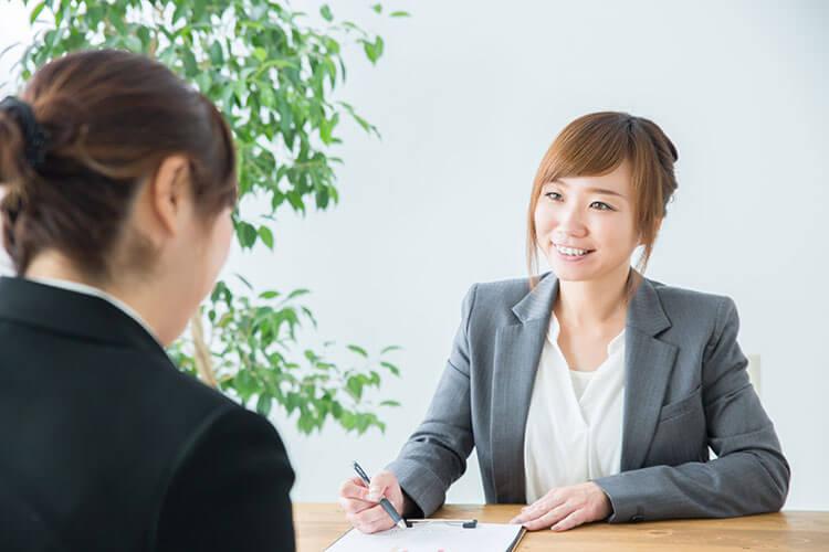 転職エージェントと面談して仕事探しをします