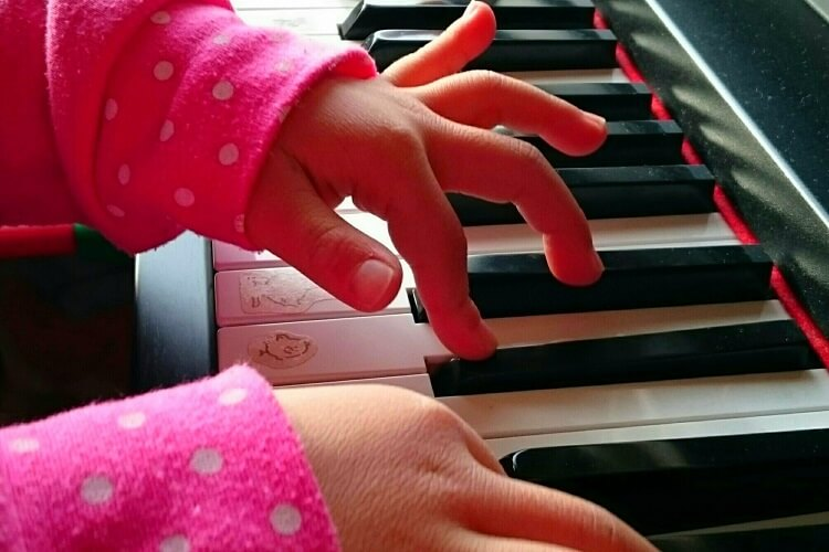 女の子におすすめの習い事、ピアノ